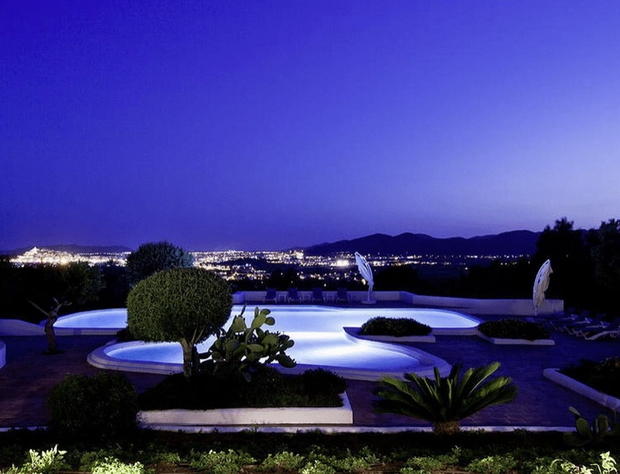 10 Villa Close To Can Furnet Ibiza Kingsize.com
