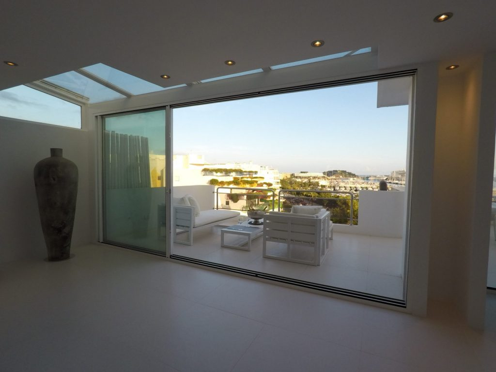 11 Ibiza Kingsize.com