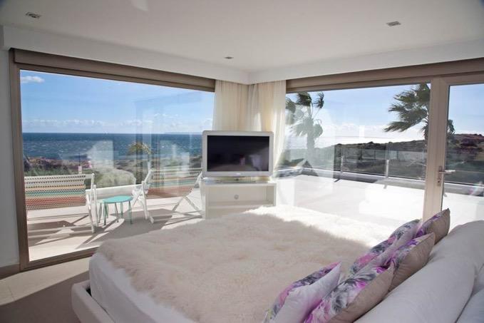 Villa In Cap Martinet With Amazing Sea View