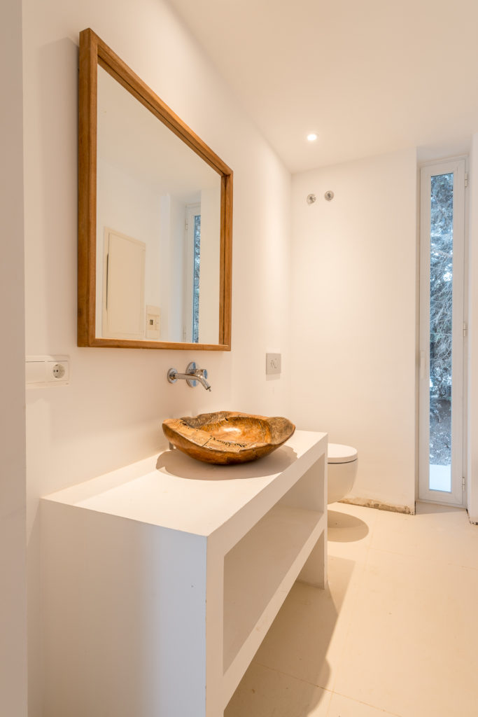 Classic Ibiza Villa Deluxe Luxury Contemporary Bathroom