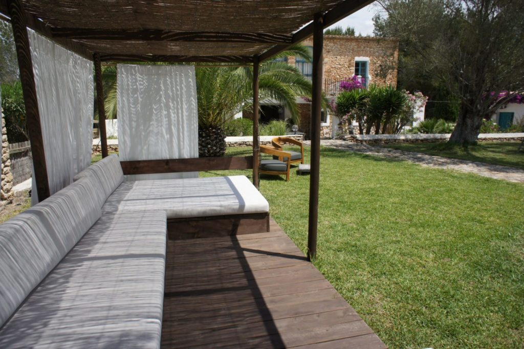 Great Villa Outside Lounge