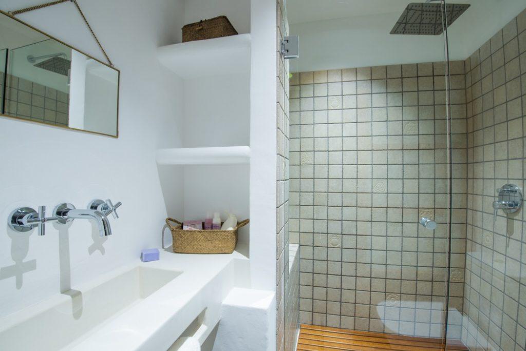 Luxury White Contemporary Villa Bathroom