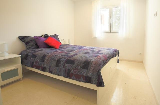 Luxury White Contemporary Villa Bathroom Single Bed