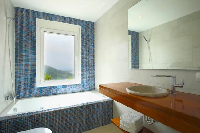 Stylish Blue And White Bathroom Sleek Chic