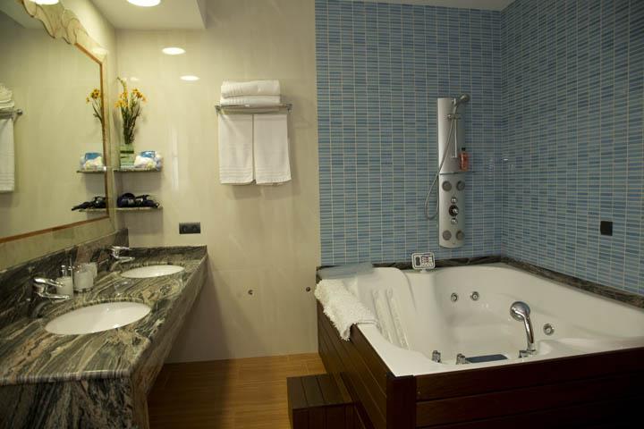 Villa Bathroom Jacuzzi Ibiza