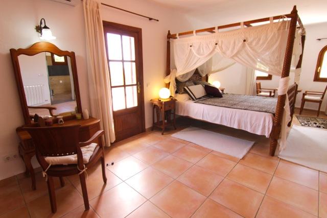 Villa Four Poster Bed Finca Ibiza
