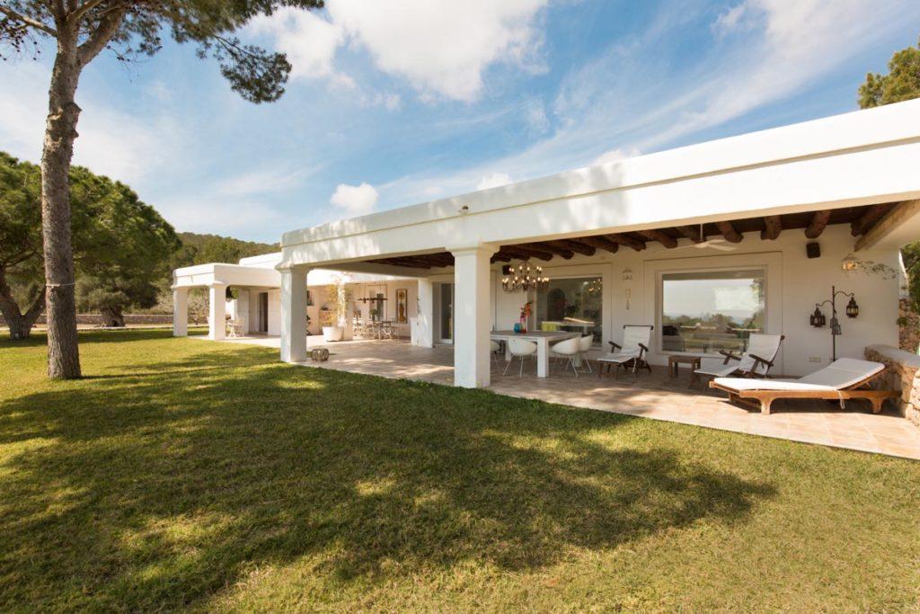 Villa Ibiza Exterior Garden Columns