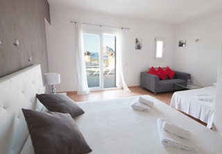 Villa Ibiza White Bed