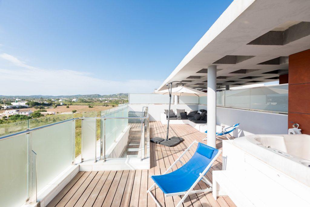 41.Ibiza Kingsize.com