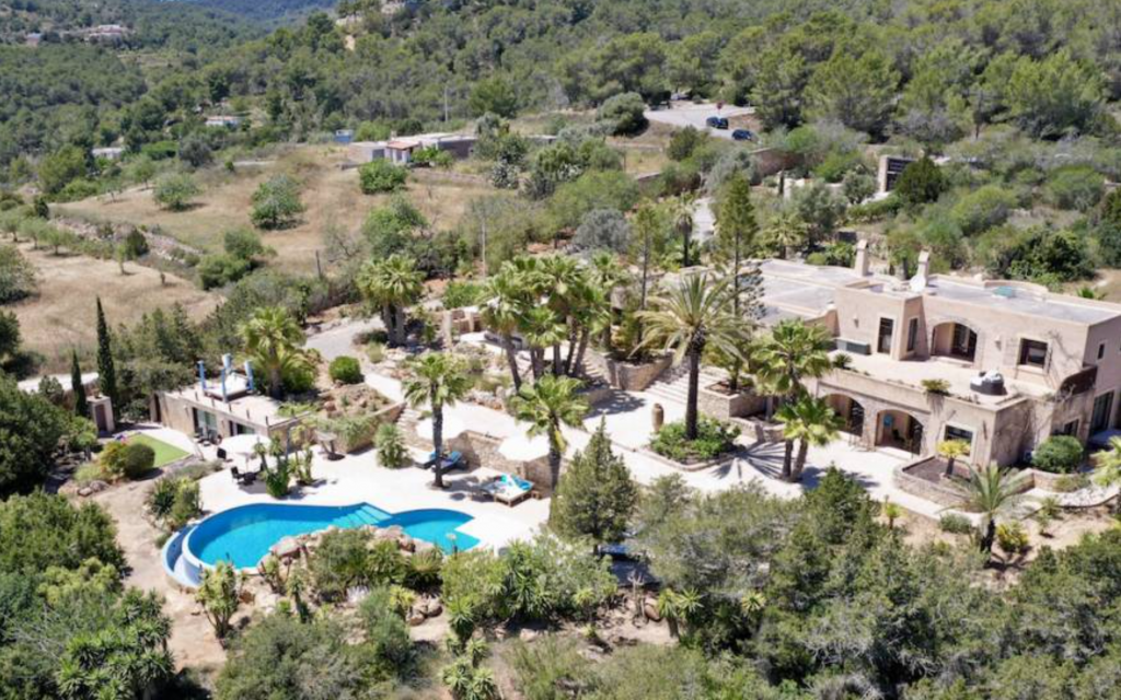 1 Villa In Es Cubells Ibiza Kingsize.com