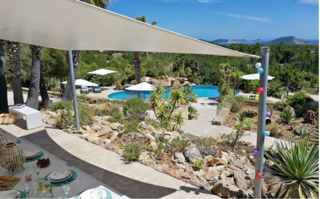 10 Villa In Es Cubells Ibiza Kingsize.com
