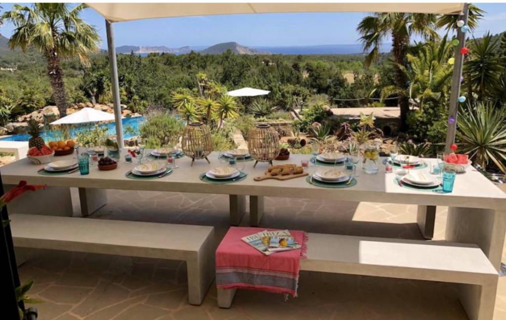 11 Villa In Es Cubells Ibiza Kingsize.com