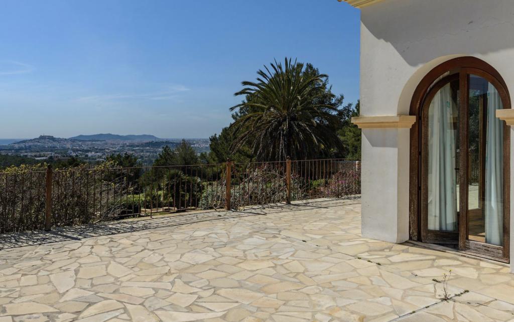 12 Haus With Amazing Views Ibiza Kingsize.com