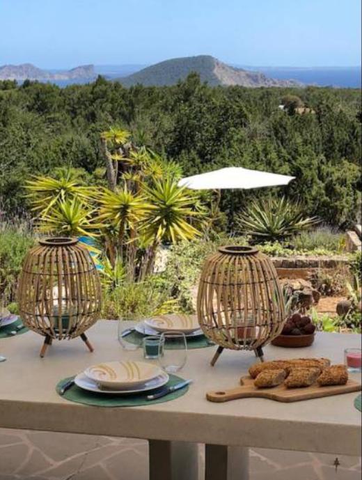 12 Villa In Es Cubells Ibiza Kingsize.com