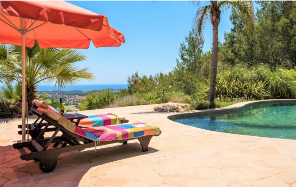 12 Villa In Santa Eulalia Ibiza Kingsize.com