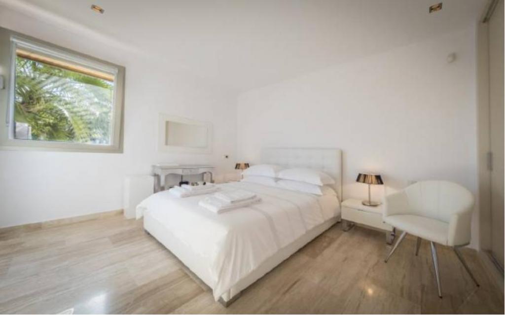 16 Villa In Sa Carocca Ibiza Kingsize.com