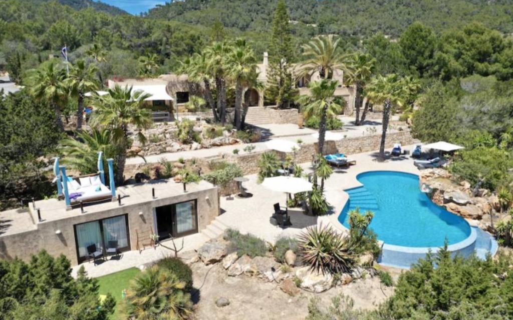 2 Villa In Es Cubells Ibiza Kingsize.com
