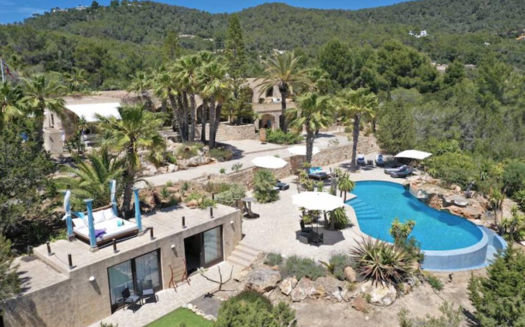 3 Villa In Es Cubells Ibiza Kingsize.com