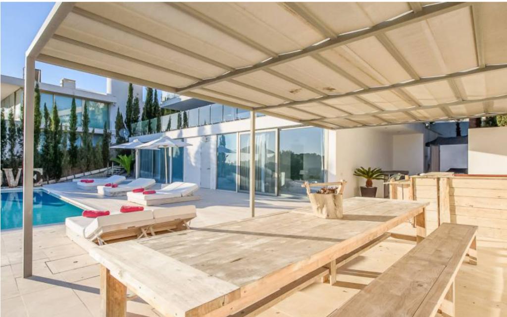 4 Villa In Cap Martinet Ibiza Kingsize.com