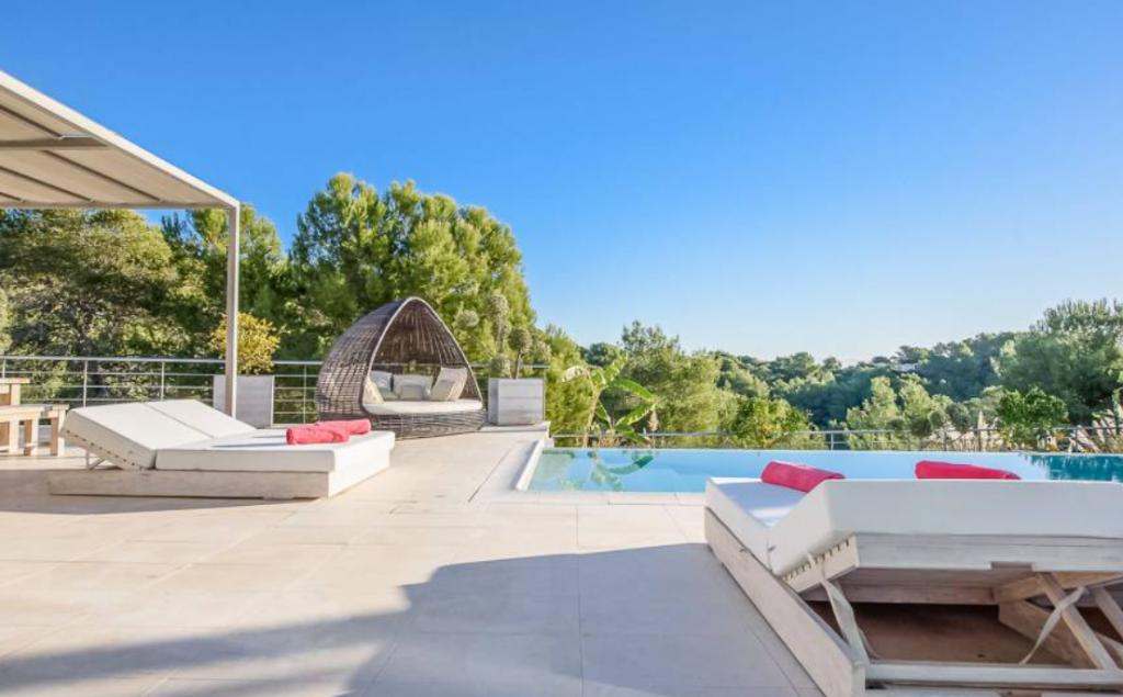 5 Villa In Cap Martinet Ibiza Kingsize.com