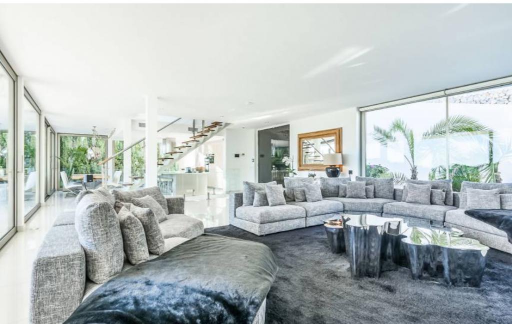 8 Villa In Cap Martinet Ibiza Kingsize.com