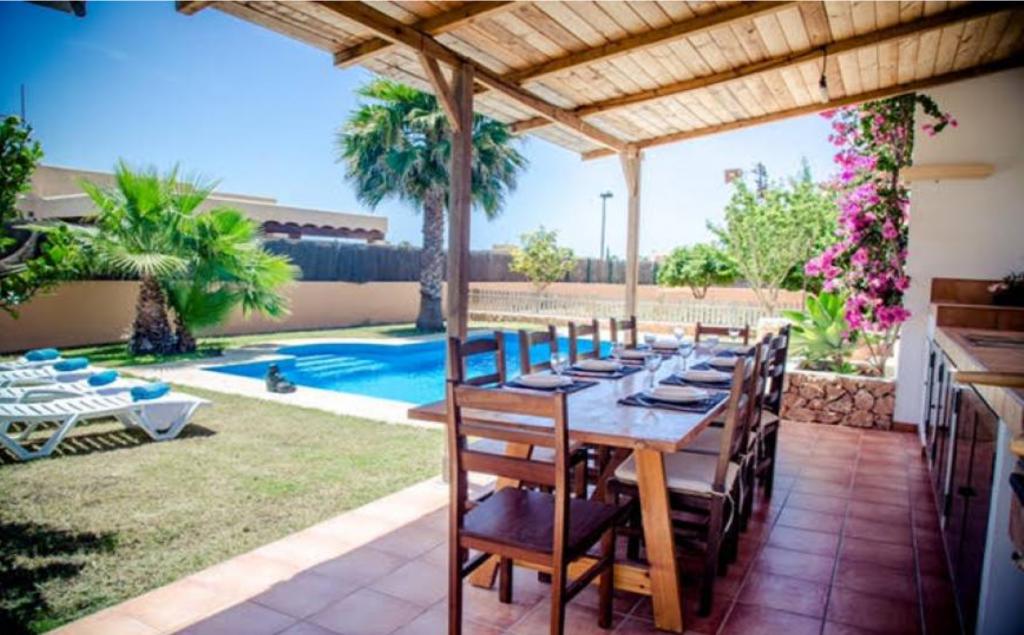 1 Villa Sant Jordi Ibiza Kingsize.com.jpg