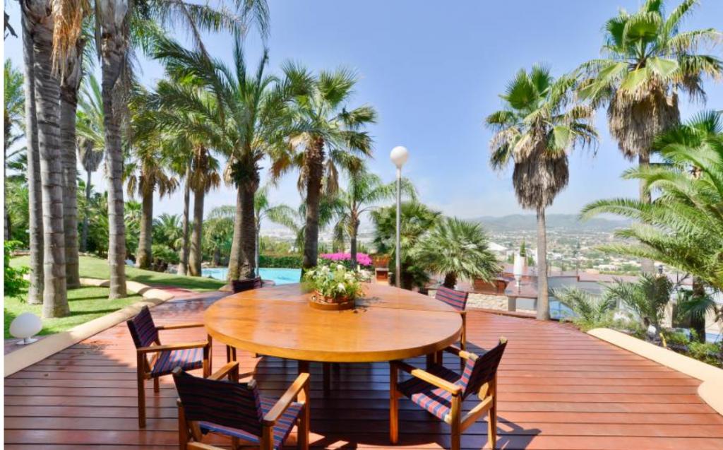 11 Villa Close Jesus Ibiza Kingsize.com.jpg