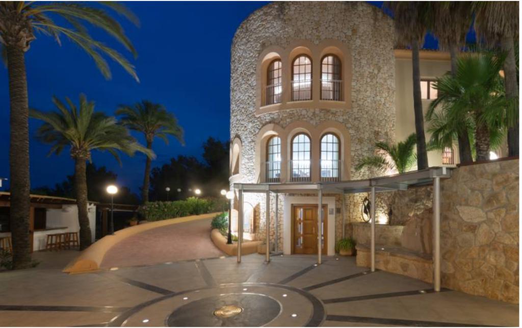 16 Villa Close Jesus Ibiza Kingsize.com.jpg