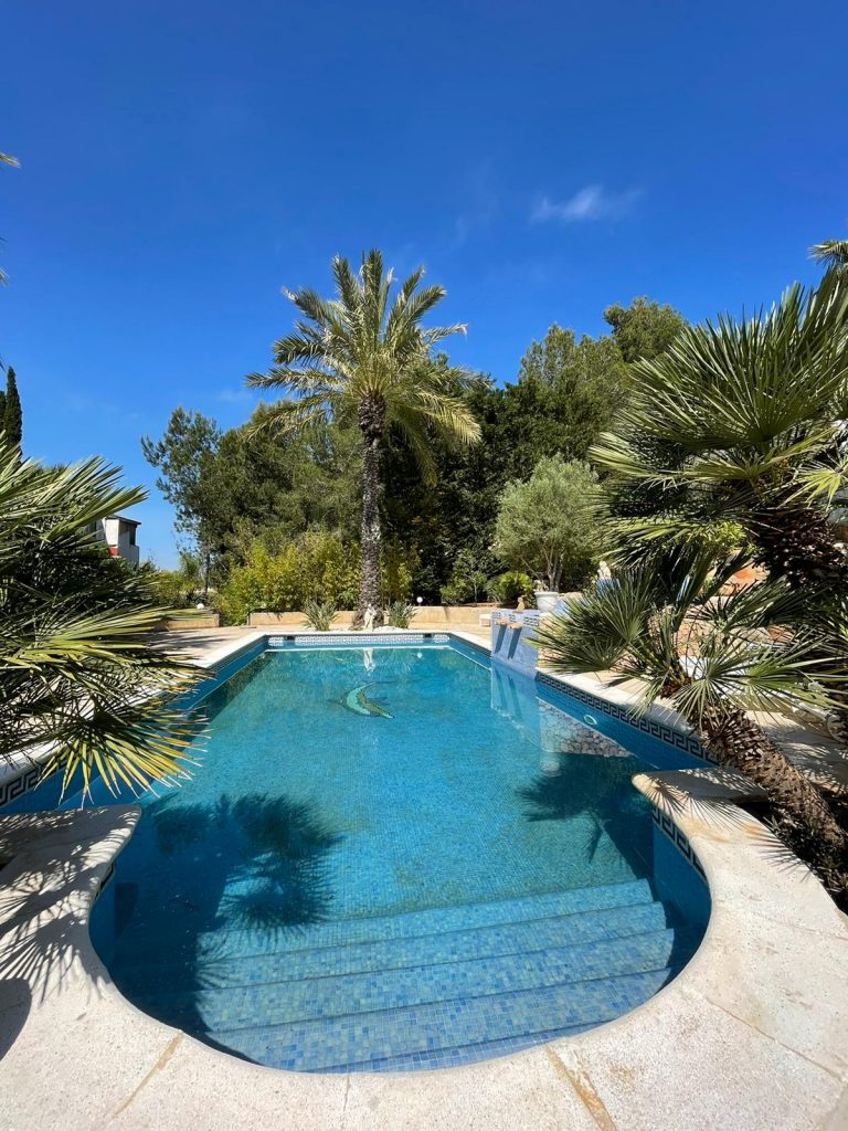 42 Villa In Santa Eulalia Ibiza Kingsize.com.jpg