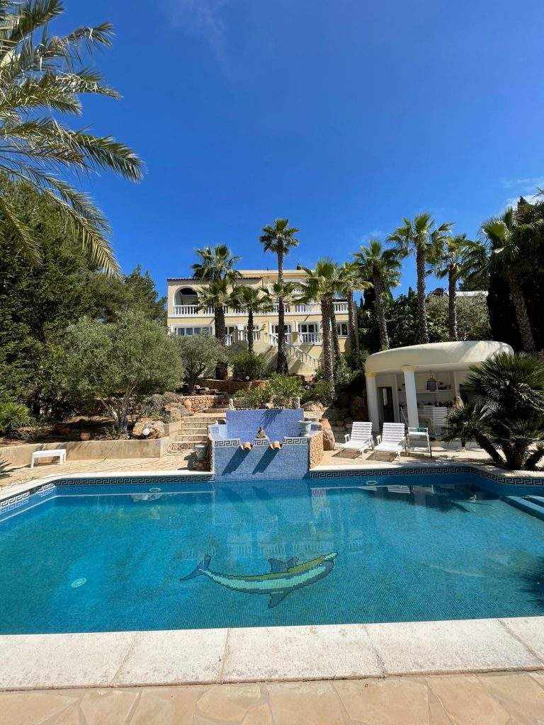 44 Villa In Santa Eulalia Ibiza Kingsize.com.jpg
