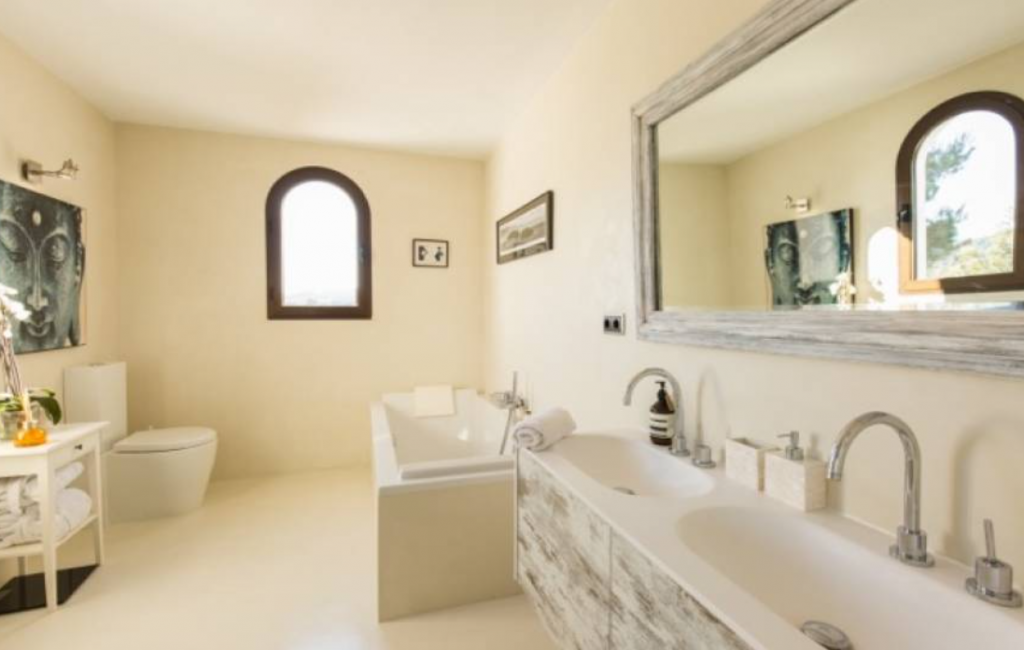 17 Villa Santa Eulalia Ibiza Kingsize.com.jpg