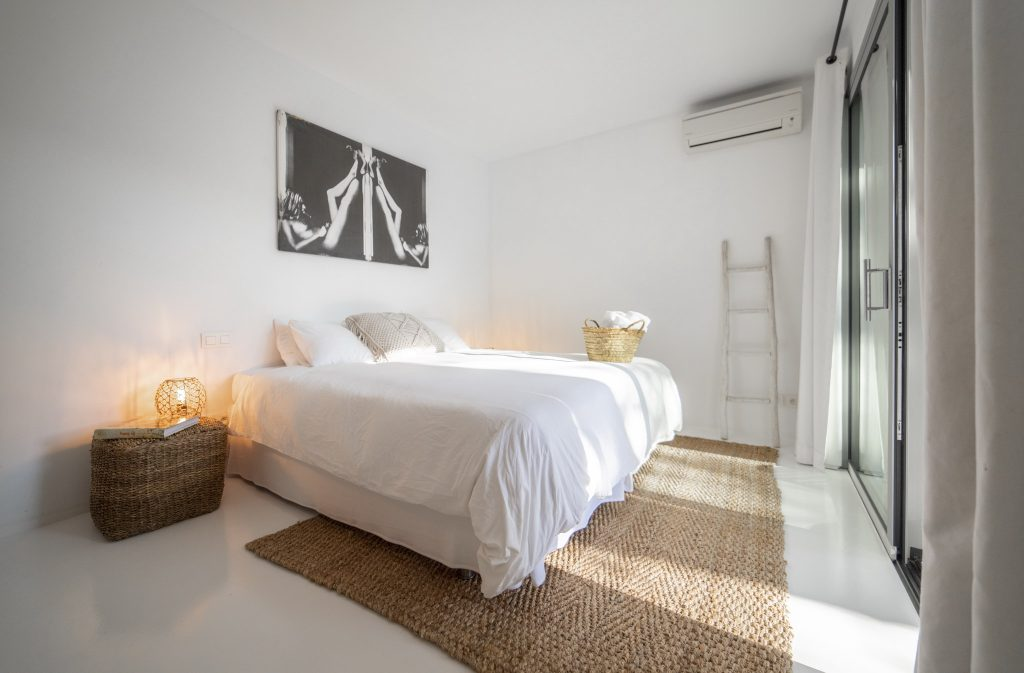 3 Villa Hinter Can Furnet Ibiza Kingsize.com.jpg