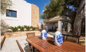 3 Villa Santa Eulalia Ibiza Kingsize.com.jpg