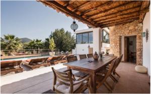 4 Villa Santa Eulalia Ibiza Kingsize.com.jpg